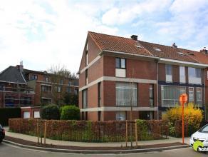 In de mooie Dieseghem wijk vinden we deze ruime woning met aparte garage op het gelijkvloers en 2 mooie ruimtes die dienst kunnen doen als bureel of p