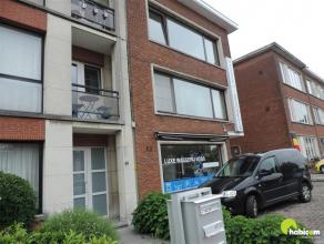 Op een zeer centrale locatie, vlakbij het Middelheim en park Den Brandt bevindt zich dit zonnig appartement met een aparte garagebox gelegen achteraan