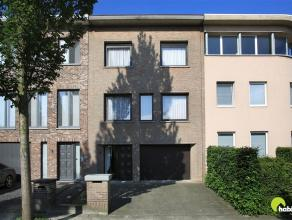 In de residentiële wijk Molenveld te Edegem vinden we deze verrassend ruime en degelijke woning met een gevelbreedte van 7m. Een goede ligging me