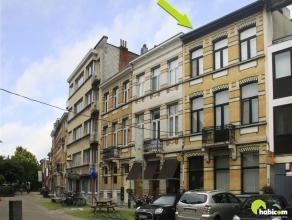 Deze herenwoning, gelegen in de mooie Pieter Reypenslei, ligt echt in het hart van Mortsel met winkels en openbaar vervoer op wandelafstand.  Op dit m