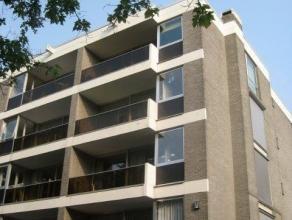 Op een toplocatie en op wandelafstand van de Fruithoflaan vinden we dit instapklaar appartement met airco, gelegen in een rustig en zeer verzorgd gebo