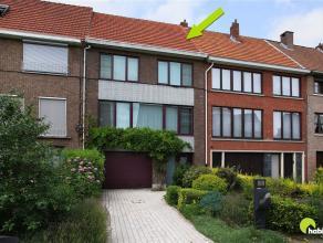 Deze gerenoveerde woning, met 7m gevelbreedte, vinden we terug in de aangename, rustige en autoluwe woonwijk rond de Zilverbeeklaan.  Deze residenti&e