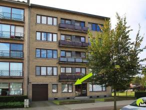 Vlakbij het Valaar en de Bist, het commercieel centrum van Wilrijk, vinden we in een appartementsgebouw dit op te frissen, ruim gelijkvloersappartemen