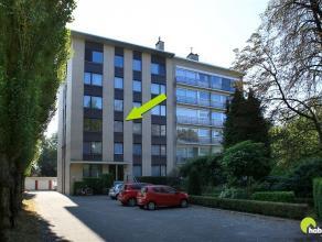 Dit licht hoekappartement met 3 slaapkamers is goed gelegen in de Deurnestraat te Mortsel met vooraan zicht op groen en achteraan een aangenaam terras