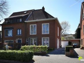 In de mooie, residentiële Christus Koninglaan nabij het centrum van Mortsel vinden we deze verrassend ruime en charmante woning met 5 slaapkamers