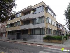 Dit mooi gebouw van 1937, gelegen in de wijk Pulhof,  werd enkele jaren volledig gerenoveerd.  In dit appartement gelegen op de 1ste verdieping is ove