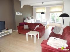 Centraal gelegen in de wijk Pulhof vinden we dit mooi gerenoveerd (2010) appartement.  Het is gelegen op de 1ste verdieping van een klein gebouw met d