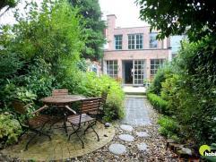 Recente (1997) en instapklare woning met garagebox en mooie tuin gelegen in een aangename woonwijk tussen Mortsel en Edegem.  Vlakbij vinden we het Fo
