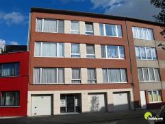 ONDER OPTIE !!! ... Verzorgd en ruim appartement gelegen op de 1e verdieping (geen lift) met grote living ca 34 m², 2 ruime slaapkamers + aparte