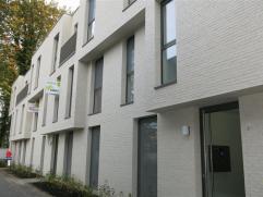 In hartje Mortsel vinden we dit mooi nieuwbouwproject terug waar habicom verschillende appartementen met autostaanplaatsen te huur aanbiedt.  Voor de
