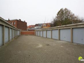 In dit garagecomplex, gelegen in een woonwijk in Mortsel centrum, worden 50 garageboxen aangeboden.    Er zijn boxen aan euro 20.000 - euro 23.000 en