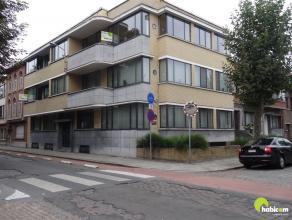 Dit zeer licht en mooi appartement is gelegen op de tweede verdieping op loopafstand van tram, bus en lokale winkels.  Er is geen lift aanwezig in het