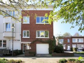 Deze op te frissen half open woning met 3 slaapkamers en zuidgerichte tuin is gelegen in de residentiële Elsdonkwijk, één van de ze