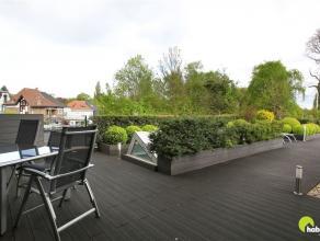 In het centrum van Mortsel vinden we dit recent (2007) en luxueus appartement met een uniek en ruim dakterras/daktuin van 100m²! Het appartement