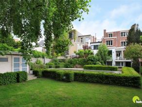 In een gegeerde woonwijk naast het Brilschanspark vinden we deze zéér ruime woning met 6 slaapkamers, een prachtige tuin met zwembad en