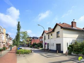 Deze charmante open bebouwing (voordien twee woningen) op 936m² grondoppervlakte is gelegen in het centrum van Mortsel met op wandelsafstand scho