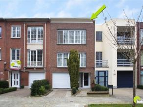 Deze op te frissen woning met magazijn/atelier vinden we op een strategische ligging tussen de commerciële centra van Wilrijk en Mortsel en leent