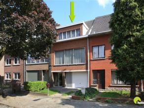 In de aangename, autoluwe woonwijk Steenakker vinden we deze toffe, op te frissen bel-étage woning met oost-tuin. Rustig maar toch centraal gel