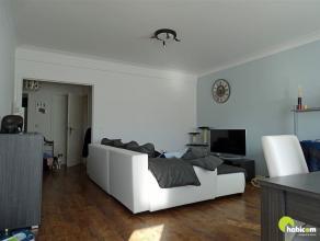 Centraal gelegen, comfortabel ingericht appartement op de 2e verdieping (met lift).  Op loopafstand vinden we het commerciële hart van Mortsel.
