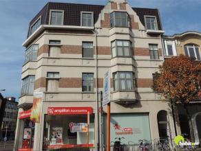 Te midden centrum Mortsel vindt U dit prachtig en gerenoveerd appartement met lift, gelegen op de 3e verdieping met een mooi uitzicht over de stad!  H