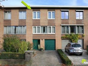 In een aangename residentiële, goed bereikbare woonwijk te Edegem is deze zeer verzorgde bel-étage woning te vinden. Ideaal gelegen met ta