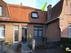 In een zeer rustige en aangename woonstraat in Mortsel, de Mayerlei, vinden we deze knusse woning met voor- en achtertuin met achteruitgang.   In de z