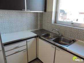 In een gezellige en jonge wijk te Mortsel, vindt U dit appartement op de tweede verdieping, gelegen in de directe nabijheid van het centrum.  Ook de o