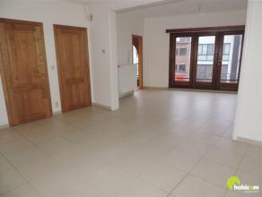 Dit leuk gerenoveerd en instapklaar appartement, geschikt voor 1 persoon of koppeltje, is gelegen op de 2e verdieping van een gebouw zonder lift, en b