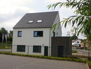 Ben je op zoek naar een modern duplex appartement met 3 slaapkamers en een gezellig terras? Hou je van veel licht en ruimte?Zijn een goed bereikbare l