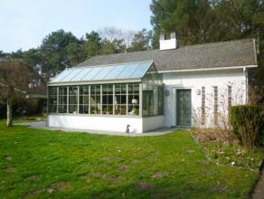 Verzorgde villa v +/-230m² met o.a. 2 slks (mglh tot meer mits plaatsen vaste trap nr verd), zolder thans hobbyruimte (+/-80m²), inger kkn,