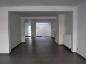 Handelsgelijkvloers van +/-118m² gelegen op een goede locatie in Mechelen! Indeling: Kantoorruimte/winkelruimte, toilet voor mannen toilet voor v
