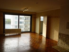 Praktisch twee slaapkamer appartement op de 4de verdieping vlakbij centrum van Mechelen. Met o.a. woonkamer, ingerichte keuken, badkamer met douche en