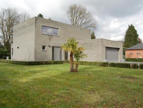 Deze recente villawoning ±260m² is gunstig geleg op ±11a80ca in een doodlopende straat nabij het centrum v Bonheiden. De rustige en