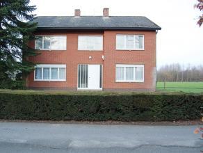 Deze ruime, te renoveren woning is uitermate rustig geleg i/e landelijke omgeving te Berlaar. U bent er op ±5km van het centrum van Putte. U he