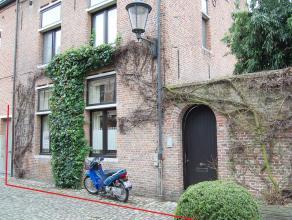 Deze karaktervolle Begijnhofwoning met bijhuis is geleg i/h hartje v/h Klein Begijnhof. Pal i/h centrum v Mechelen bent u toch afgeschermd van alle st