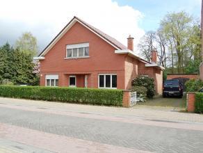 Deze woning is ideaal als u op zoek bent naar een ruime, te renoveren woning met grote tuin. De woning is gelegen in het centrum van Rijmenam in een r