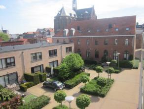 Deze lichte duplex/woning is geleg in hartje Mechelen, op wandelafstand v/d Grote Markt, Vismarkt en de winkelstraten. Het zuidgerichte stadstuintje (