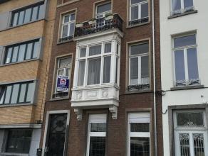 Gezellig appartement van ± 100m² met veel lichtinval, nabij het centrum van Mechelen en op wandelafstand van station Mechelen! Indeling: 1