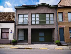 Deze prachtige en zonnige woning van ±256m² met garage en mooie zuidgerichte stadstuin met zonneterras bevindt zich op ±1a58ca in h
