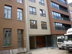 Prachtig licht en luchtig nieuwbouw appartementvan +/-87m² op de 2de verdieping met berging en garage in het centrum van Mechelen. Met o.a. woonk