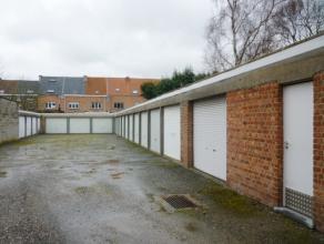 Garagebox gelegen in de Rembert Dodoensstraat (inrit via nr.53). Stedenbouwkundige inlichtingen: gelegen in woongebied, geen voorkooprecht, vergund, g