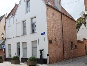 Deze prachtige 17de eeuwse woning is gelegen in het Groot Begijnhof te Mechelen. De woning is opgenomen in de inventaris van het bouwkundig erfgoed en