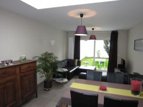 Prachtig gerenoveerde woning bestaande uit een leefruimte(nieuwbouw) met open keuken voorzien van alle nodige toestellen(vaatwasser, heteluchtoven, mi