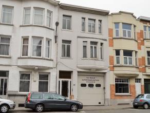 Gerenoveerde herenwoning tussen station en centrum: Indeling: Woonkamer , keuken, 3 slaapkamers, 2 badkamers, hall met ingemaakte kasten, 2 berging, k