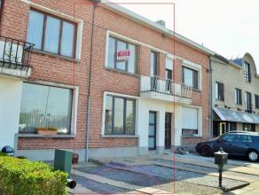 Gerenoveerde woning te Mechelen: Inkomhal, ruime woonkamer, nieuwe keuken, badkamer(douche) en veranda op gelijkvloers. Twee ruime slaapkamers op de e