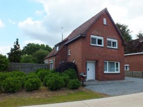 Goed onderhouden woning met 2 slaapkamers, volledig aangelegde tuin en garage.
