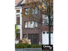 Deze woning biedt met zijn garage, leuke tuin en een verhoogd terras met privacy heel wat voordelen. 2 slpks en gelegen net buiten de ring, omgeven do