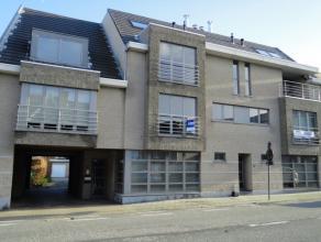 In de residentie Alix: Ruim en zeer goed onderhouden appartement met garage.  Begrijpende: inkom, gang, 2 grote slaapkamers, waarvan één
