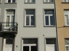 Een ruime vernieuwde woning gelegen aan de Frans Halsvest. Hall, ingerichte keuken( oven, keramisch kookvuur, microgolf,dampkap, vaatwasser, ijskast,