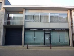 Handelspand (60m²) met woonst (200m²) en magazijn/staanplaats voor wagens (+/- 230m²), gelegen in het centrum van Kapelle-op-den-Bos!!